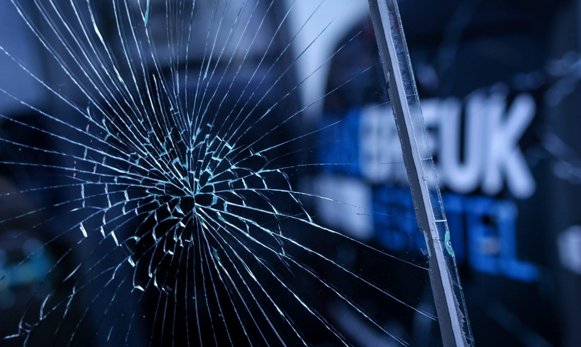 Glasbreuk Herstel® foto met glasschade, kapot glas.